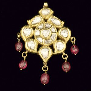 22ct gold pendant kundan set with flat cut diamonds