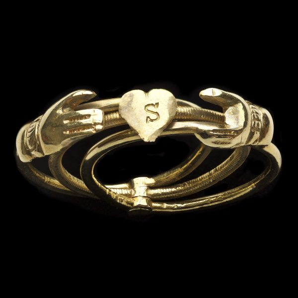 Antique 18ct gold three hoop gimmel ring, with two hands clasped over a heart engraved initial 'S'
