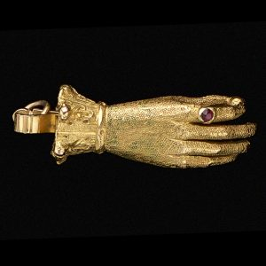 Early Victorian 18ct gold clasp in the form of a hand c.1840