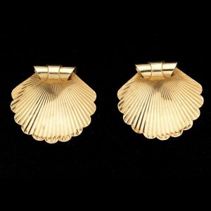 Rose gold dress clip brooches designed as scallop shells 15ct c.1940's