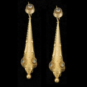 Georgian 18ct gold long ear-pendants set with pastes c.1835