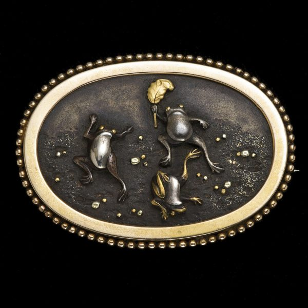 Japanese shakudo brooch featuring leaping frogs 3.4 x 4.8 cm