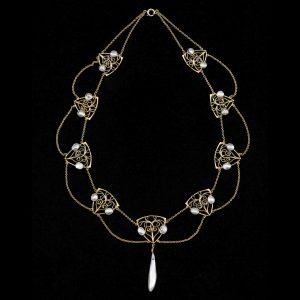 Art Nouveau 15ct gold swag necklace