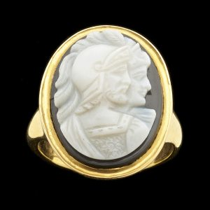 Georgian 18ct gold ring set with an oval onyx double portrait cameo of Ares/Mars and his consort. English c. 1820