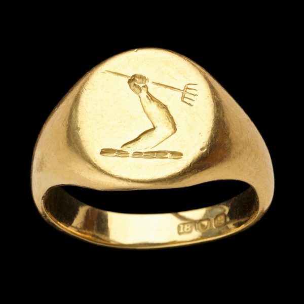 Heavy 18ct gold signet ring hallmarked London 1902